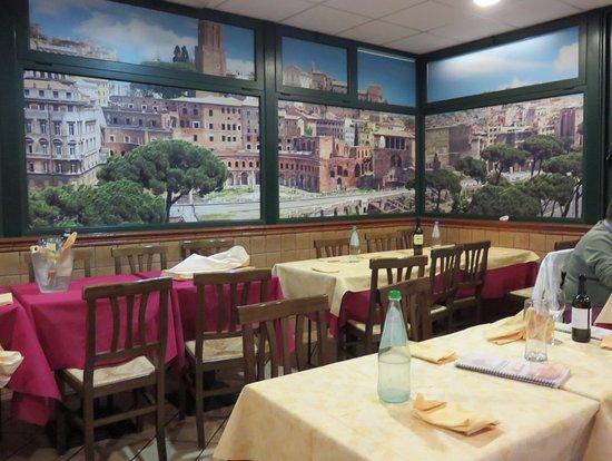 Int rieur du restaurant picture of pizzeria lo zio for Interieur restaurant