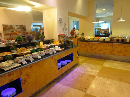 ‪‪Ramada Hotel and Suites Netanya‬: cheese and hot items at buffet‬
