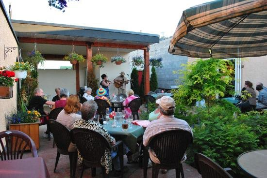 Creston, Kanada: A Break In Time Patio