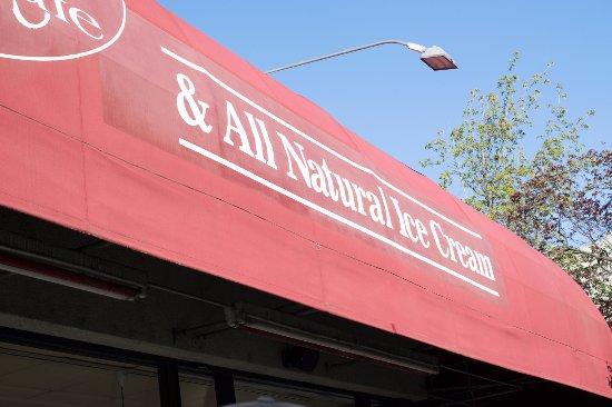 Zoey's Café and All Natural Ice Cream: Fachada