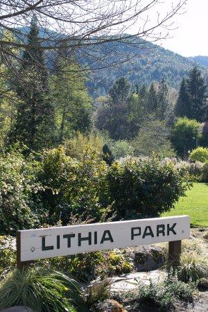 Lithia Park: Vista desde el parque