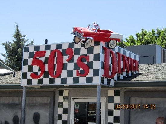 Cordes Lakes, AZ: 50's Diner in Mayer, AZ. Appealing decor