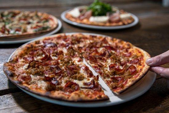 Enoteca monza pizzeria moderna montreal 1251 mcgill for Le garage a pizza