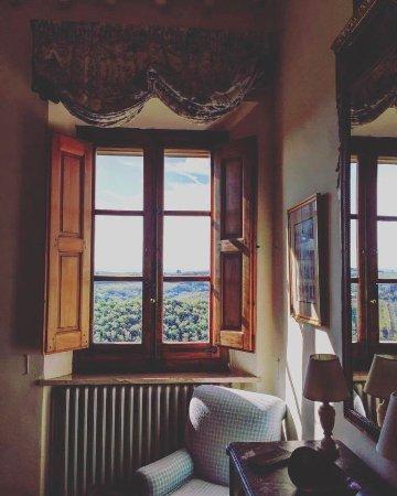 San Giovanni d'Asso, İtalya: Dettaglio della camera, finestra con vista sulla Val d'Orcia