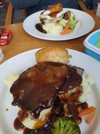 Donabate, Ireland: Beef and Chicken dinners.