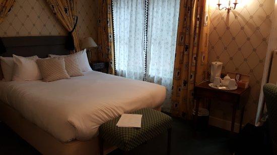 Malvern Wells, UK: Large, comfy bed