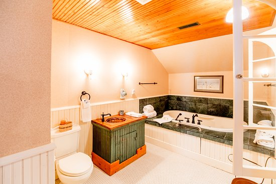 Red Wing, MN: Willow Suite 2 person jacuzzi