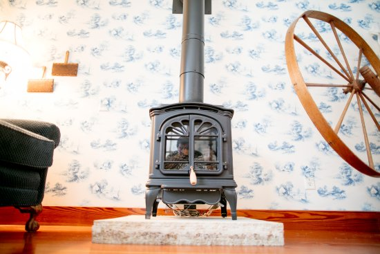 Red Wing, MN: Spinning suite with Franklin gas stove