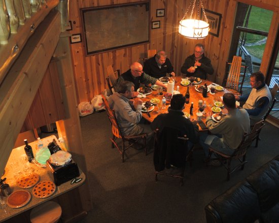 Barothy Lodge: Lots of room to have great meals and camraderie.