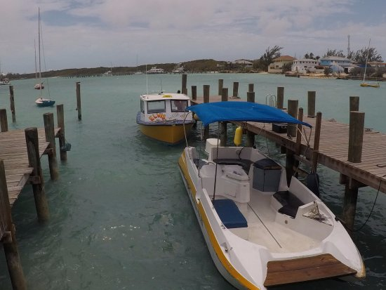 George Town, Great Exuma: Elvis Water Taxi