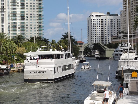 New River: Large yacht sailing on the river