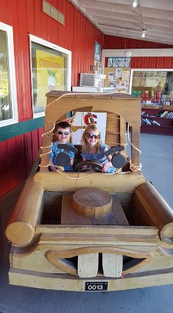 Orondo, WA: Grandkids at Cider Works