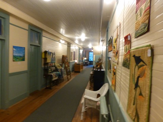 Balsam, NC: One of the wide hallways with rooms on both side. Guest's trunks were once stored in the halls.