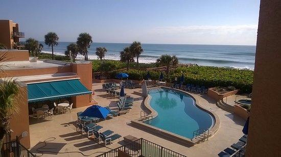Oceanique Resort: Pool and ocean