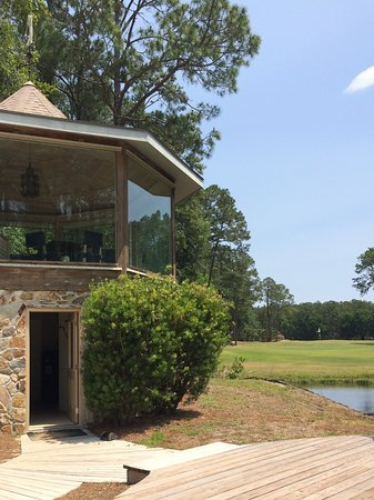 Yulee, FL: We had our picnic lunch on the 2nd floor of this gazebo. Free water and snacks