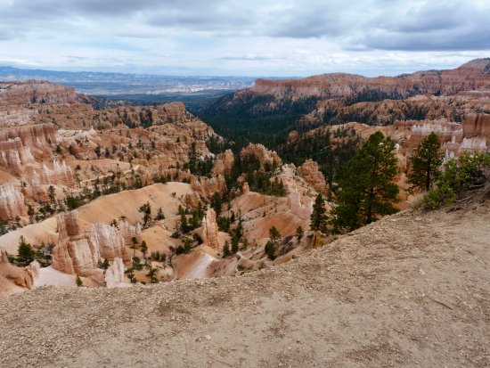 Bryce Canyon Lodge: View from Sunset Point a few steps from the Lodge