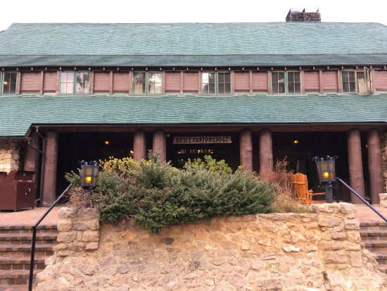 Bryce Canyon Lodge: Entrance to the main Lodge
