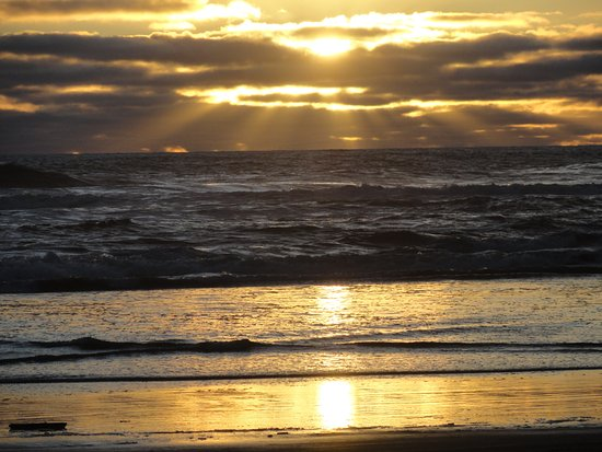 Ilwaco, WA: Sunset on the beach