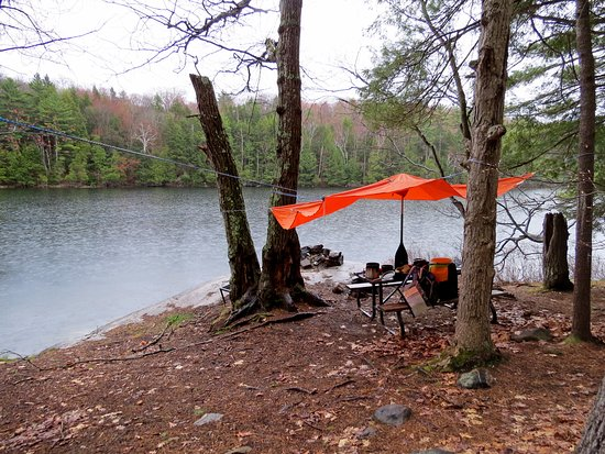 Massasauga Provincial Park: spoiled luxury of a picnic table