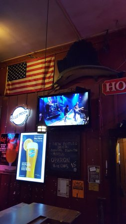 Bowling Green, OH: TV on bar side showing stage