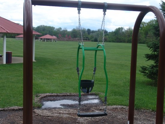 Brownsburg, IN: Adult and baby swing
