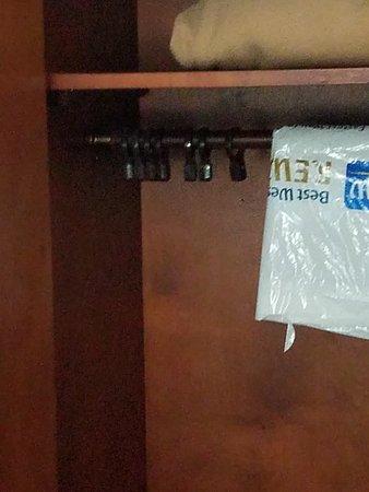 Best Western Plus Dayton South: No hangers in closet