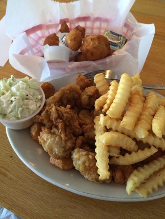 Bowmans at the Beach: Fried shrimp and oyster plate.