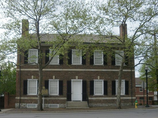 Mary Todd Lincoln House: Front of historic home that Mary Todd Lincoln grew up in