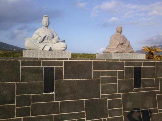 宇喜多秀家・豪姫の石像 - 八丈島八丈町、南原千畳敷の写真 - トリップアドバイザー
