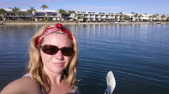 Noosa Backpackers Resort: kayaking around Noosa Sound