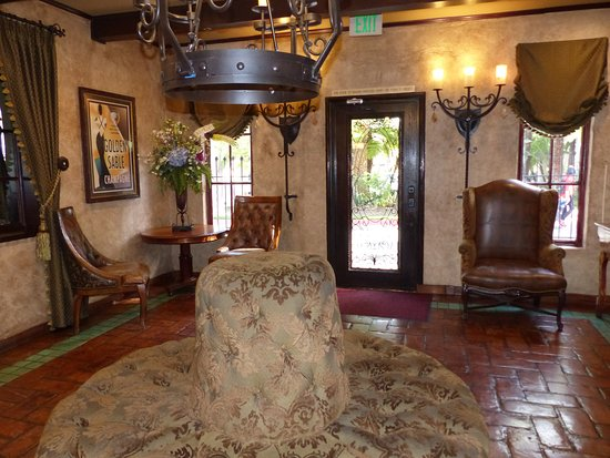 West Covina, CA: Front lobby facing entrance