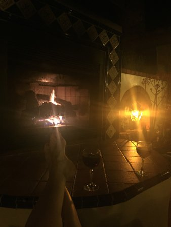 Tuscan Springs Hotel and Spa: Relaxing by the outdoor fireplace