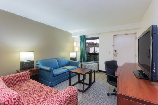 Nation's Inn: Sitting Room for the Efficiency Apartment