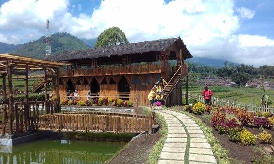 Wahana Kolam Dan Tempat Kuda Di Desa Wisata Pujon Kidul Foto Van