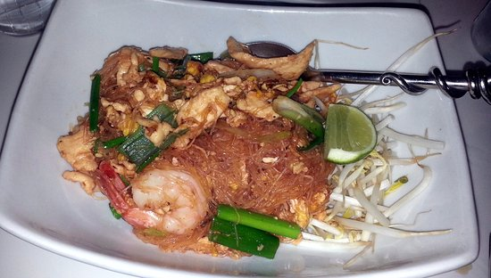 Yes Thai: special pad Thai with shrimp & chicken