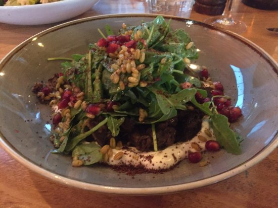 Moonee Ponds, Australia: Lamb salad with pomegranates - little bursts of sunlight in your mouth!