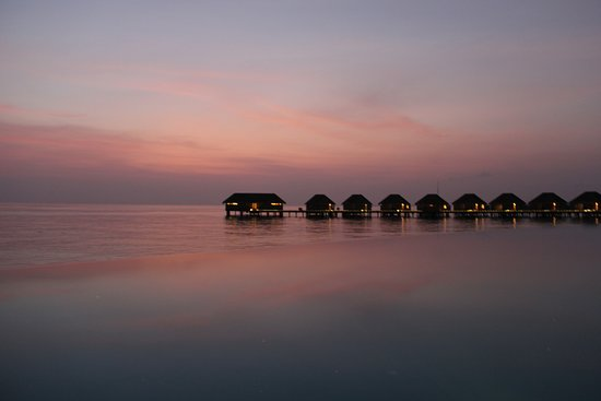 Dusit Thani Maldives: Amazing sunsets over the ocean villas (taken from the bar)