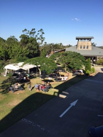 Mount Cotton, Australia: Informal dining areas, left is bar and pub grub, right is bottle sales and BBQ