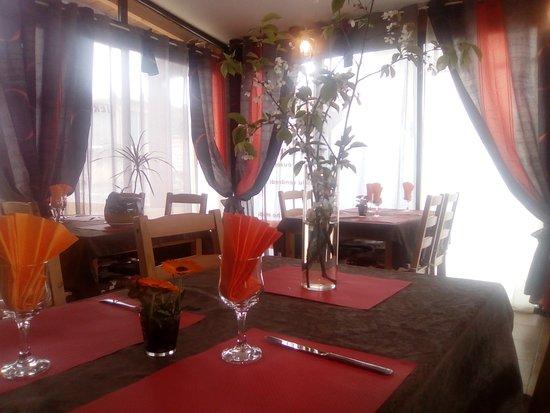 Puivert, Francia: notre salle de restaurant