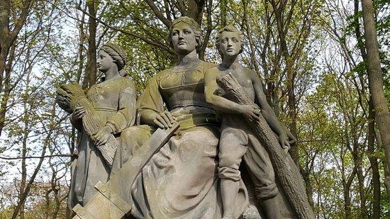 Denkmalgruppe Großfürstenplatz