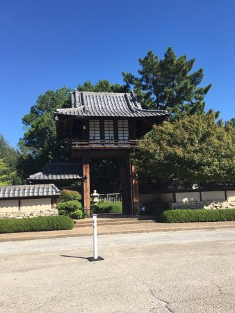 Japanese garden entrance picture of fort worth japanese for Japanese garden entrance