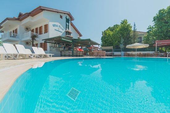 Beyaz Villas: Pool Area
