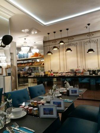 Clean-Nice-Modern room, Great breakfast, Friendly staff - WORTHWHILE