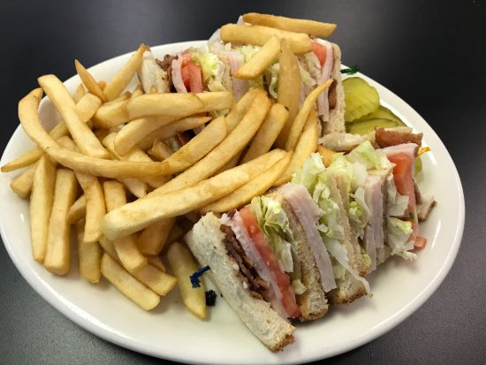 ‪‪Manteca‬, كاليفورنيا: Turkey Club with French Fries‬