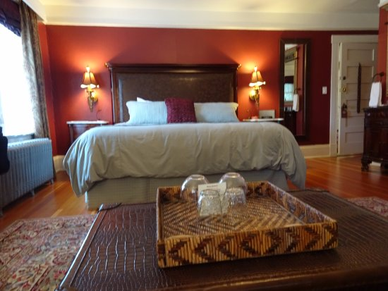 Abbeymoore Manor Bed and Breakfast Inn: Lots of room for a comfortable stay