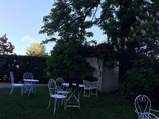 Picture of hotel les nevons l 39 isle sur la for Hotels isle sur la sorgue