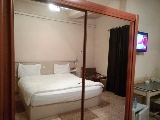 Chambre photo de hotel belle vue skikda tripadvisor for Chambre de commerce skikda