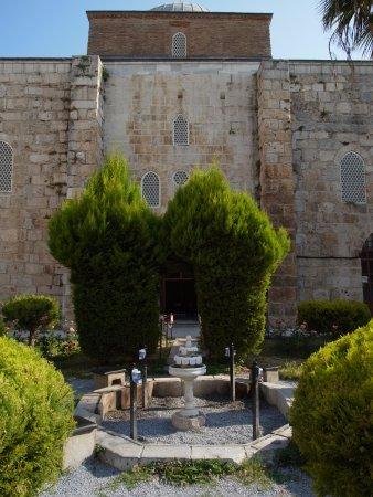 Isa Bey Mosque: 清真寺門前