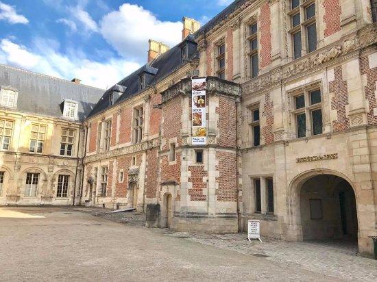 L 39 entr e des mus es par la cour du palais synodal photo de mus es de sens sens tripadvisor - La cour des sens ...