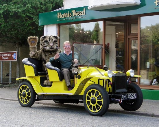 Harris Tweed Shop Newtonmore with Bessy, Nigel & Willie the Wildcat